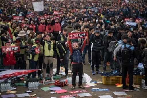Manifestation pour la démission de la présidente Park Geun-Hye soupçonnée de collusion dans un scandale de corruption, le 19 novembre 2016 à Séoul, en Corée du Sud © Ed JONES AFP