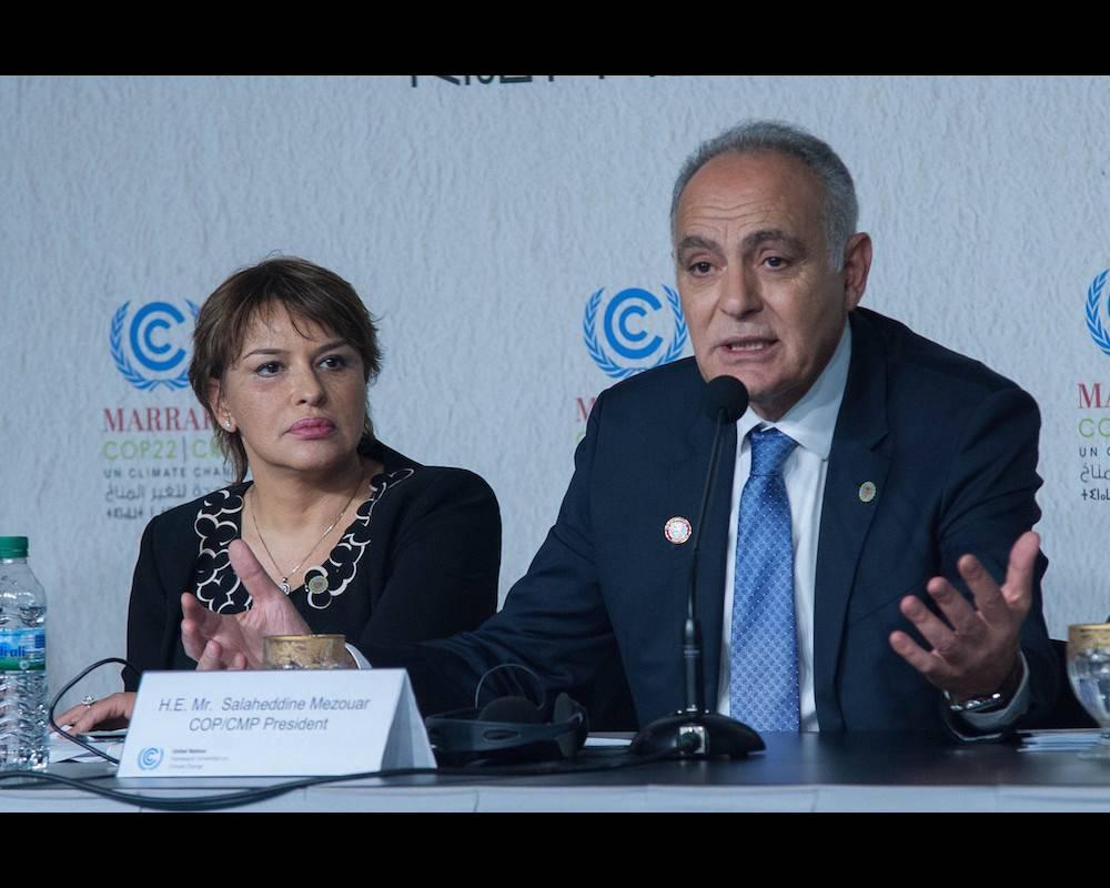 Salaheddine Mezouar, président de la COP22, et Hakima El Haite, ministre marocaine de l'Environnement, le 18 novembre 2016 à la COP22.  © Jalal Morchidi Jalal Morchidi / Anadolu Agency