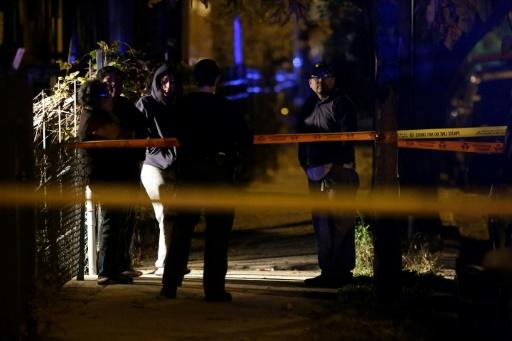 Des policiers sur les lieux d'un crime, le 16 novembre 2016 à Chicago © Joshua Lott AFP