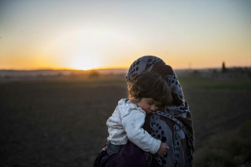 Une Irakienne qui a fui son village en raison des combats à Mossoul le 19 novembre 2016 © Odd ANDERSEN AFP