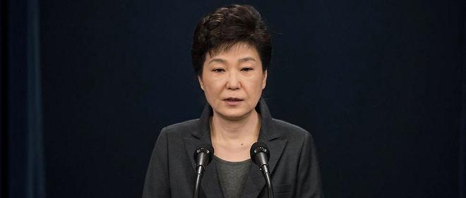 """La présidente sud-coréenne Park Geun-Hye est soupçonnée de """"collusion"""" dans une vaste enquête de corruption."""