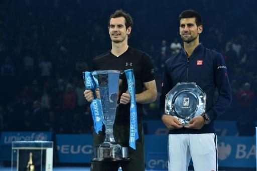 Andy Murray et Novak Djokovic à l'issue de la finale du Masters remportée par le Britannique, le 20 novembre 2016 à Londres © Glyn KIRK AFP