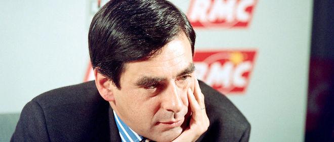 François Fillon en 1993, alors ministre de l'Enseignement supérieur et de la Recherche, répond aux questions des journalistes.