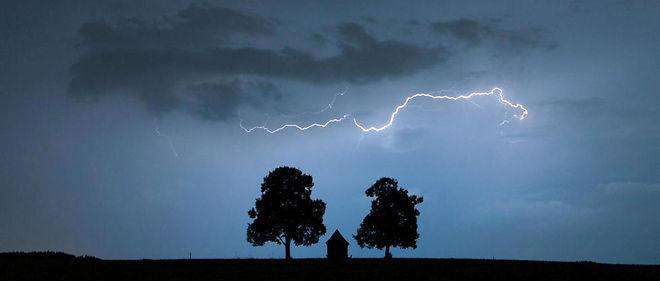 Météo-France prévoit des orages violents à partir de mercredi soir.