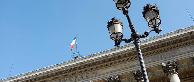 France, Paris, 1st arrt, Palais Brongniart, low angle view of a street lamp