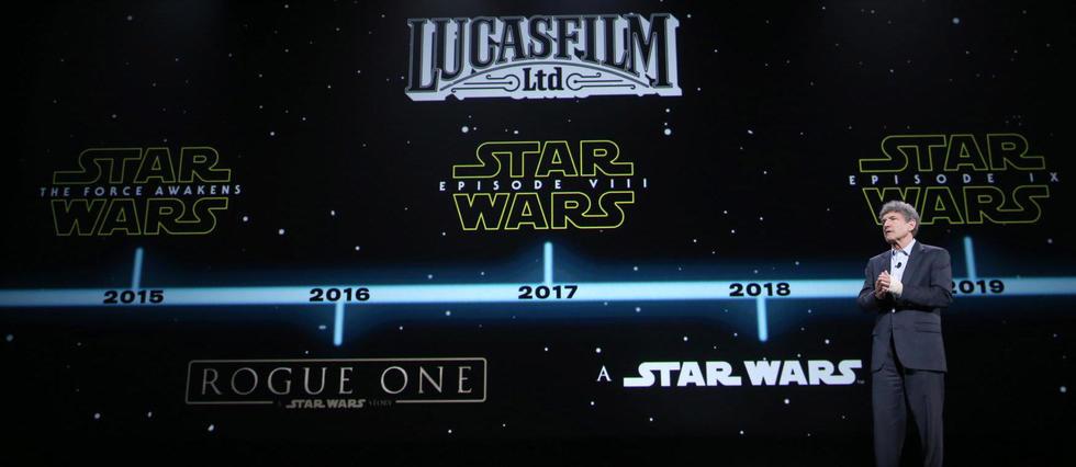 Le président de Walt Disney, Alan Horn, présente le programme de Lucasfilm à la D23 Expo de 2015, en Californie.