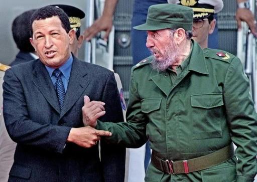 Hugo Chavez et Fidel Castro le 15 novembre 1999 à La Havane © MATIAS RECART AFP/Archives