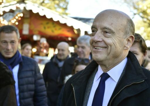 Alain Juppé visite un marché de Noël à Bordeaux, le 26 novembre 2016  © GEORGES GOBET AFP