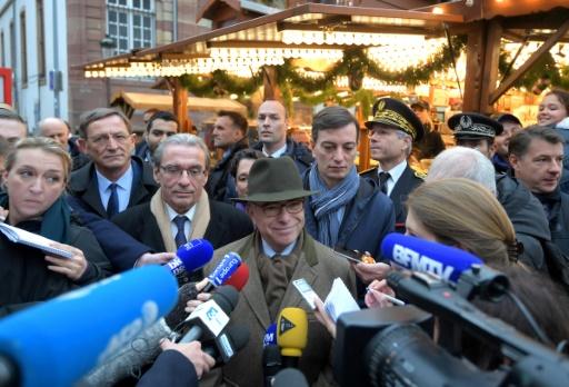 Le ministre de l'Intérieur Bernard Cazeneuve le 26 novembre 2016 au marché de Noël de Strasbourg © PATRICK HERTZOG AFP