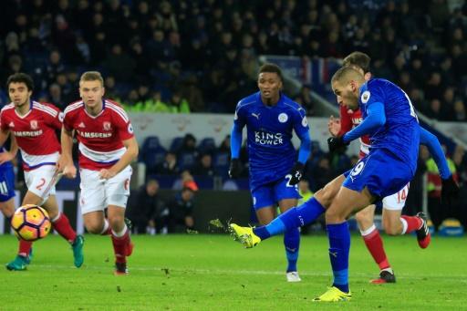 L'attaquant algérien Islam Slimani marque le 2e but de Leicester City contre Middlesbrough au King Power Stadium, le 26 novembre 2016 © Lindsey PARNABY AFP