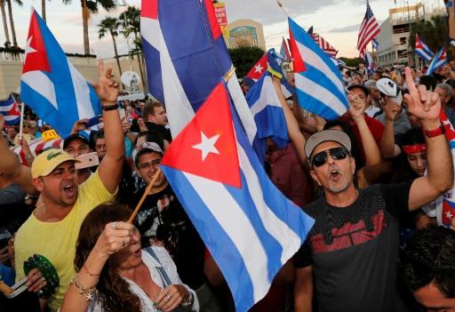 """Des Cubains de Miami ont célébré dans leur quartier de """"Little Havana"""" la mort de Fidel Castro, jusqu'à l'aube dimanche 27 novembre 2016 © RHONA WISE                       AFP"""