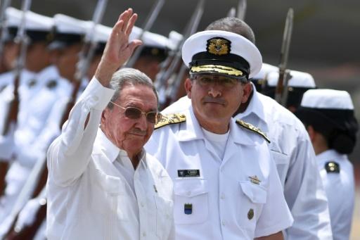 Le président cubain Raul Castro à son arrivée à l'aéroport international Rafael Nunez le 25 septembre 2016 à Cartagène en Colombie  © LUIS ROBAYO AFP/Archives