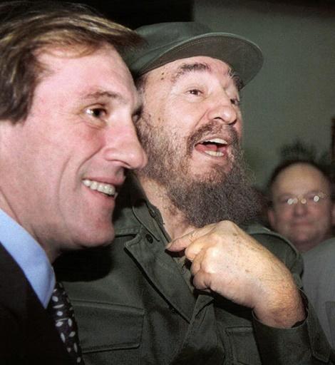 Le président cubain Fidel Castro et son ami de Gérard Depardieu, le 29 novembre 1996 à La Havane ©  AFP/Archives