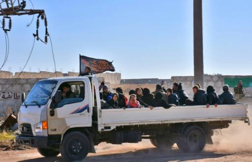 Des civils syriens déplacés, le 27 novembre 2016 dans un camp du quartier de Jibreen, en zone gouvernementale, à Alep  © GEORGE OURFALIAN AFP