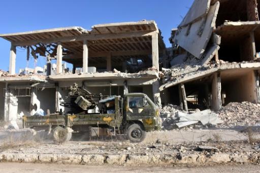 Un véhicule des forces pro-gouvernementales syriennes dans le quartier  Masaken Hanano d'Alep, le 27 novembre 2016  © GEORGE OURFALIAN AFP
