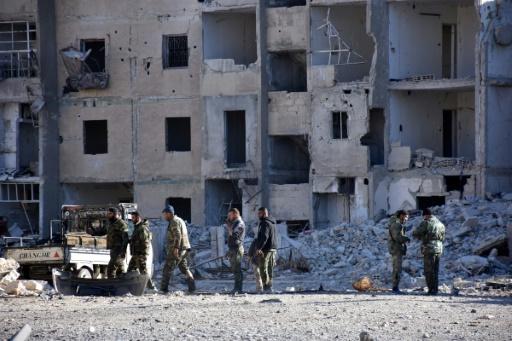 Membres des troupes du régime syrien dans le quartier  Masaken Hanano d'Alep, le 27 novembre 2016  © GEORGE OURFALIAN AFP