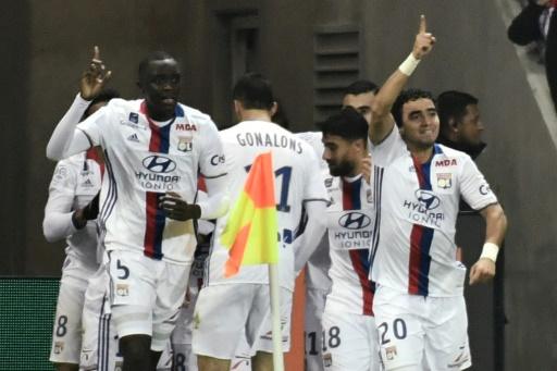 Les Lyonnais en liesse après l'égalisation signée Mathieu Valbuena face à Paris, le 27 novembre 2016 au Parc OL © JEFF PACHOUD AFP