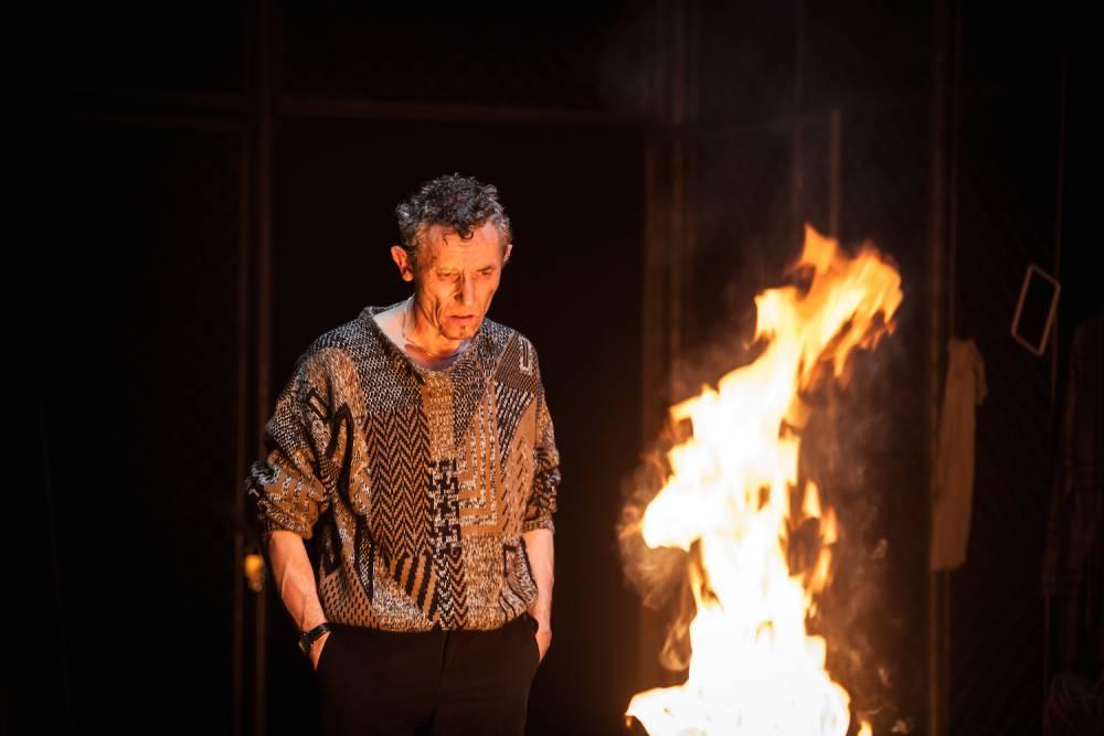 Disgrâce, sur une mise en scène de Jean-Pierre Baro. (théâtre de la Colline à Paris) ©  Simon Gosselin