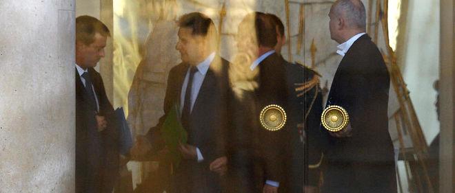 Manuel Valls, le secrétaire général de l'Élysée Jean-Pierre Jouyet et François Hollande après le déjeuner de travail au lendemain de la parution d'une interview très offensive du Premier ministre.