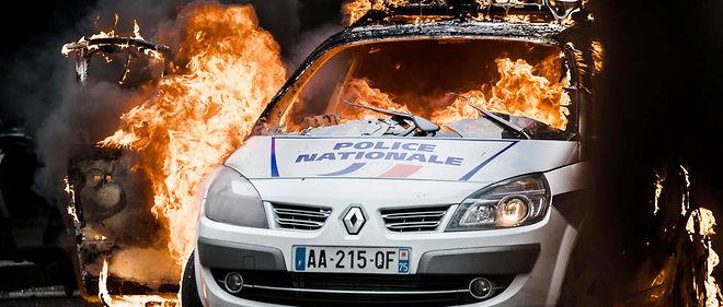 """voiture de police brûlée : """"j'ai cru que j'allais mourir"""" - le point"""