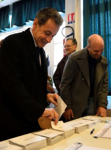 L'ancien président Nicolas Sarkozy vote au premier tour de la primaire de la droite et du centre à laquelle il est candidat, le 20 novembre 2016 © ERIC FEFERBERG AFP/Archives
