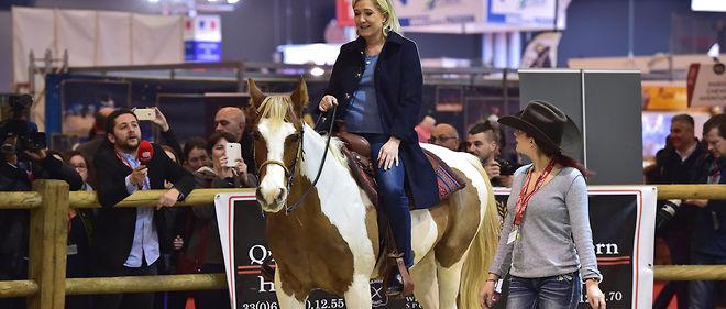 Marine Le Pen au Salon du cheval, le 2 décembre 2016.