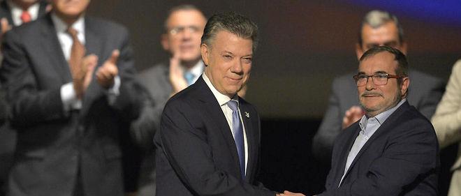 Le président Juan Manuel Santoset la guérilla marxiste des Farc ont signé un accord le 24 novembre dernier.