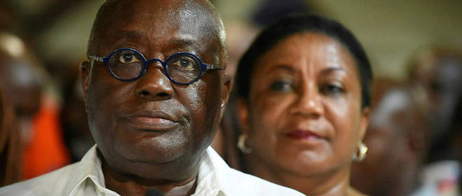 Nana Akufo-Addo du New Patriotic Party, avec derriere lui son epouse Rebecca, quelque temps apres l'officialisation de sa victoire par la commission electorale le 9 decembre 2016.