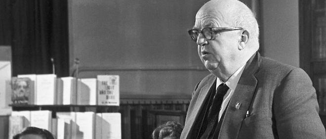 Il y a près de soixante ans, le Britannique Charles Percy Snow, scientifique et romancier, provoquait un débat majeur en donnant une conférence, devenue ensuite ouvrage, intitulée The Two Cultures («Les Deux Cultures»).