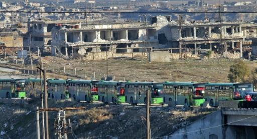 Evacuation de civils et de rebelles en bus le 15 décembre 2016 à Alep © George OURFALIAN AFP