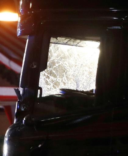 La cabine du conducteur du camion qui a foncé sur la foule dans un marché de Noël, le 19 décembre 2016 à Berlin © Odd ANDERSEN AFP