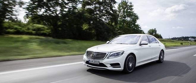 La Mercedes Classe S fait partie des premiers modèles dont les moteurs essence utilisent des filtres à particules, anticipant la prochaine norme antipollution.