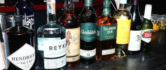 L'alcool distribué légalement est trop cher pour des millions de Russes.