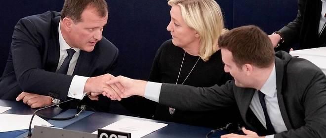 Louis Alliot, Marine Le Pen et Florian Philippot au Parlement européen de Strasbourg.