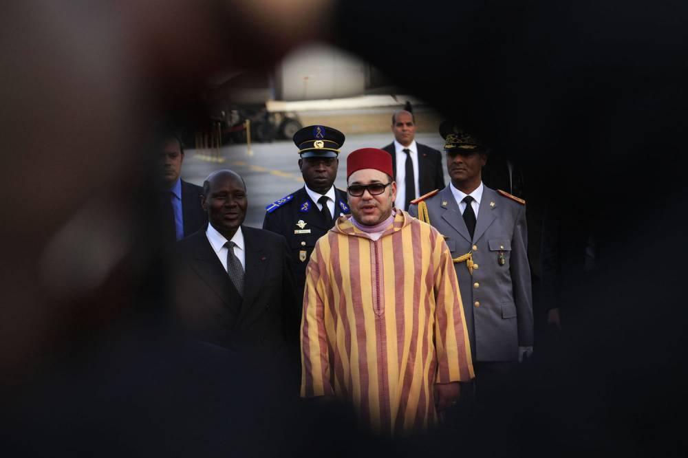 Le roi Mohammed VI du Maroc arrivant à Abidjan, en Côte d'Ivoire, le 23 février 2014.  ©  REUTERS/Thierry Gouegnon