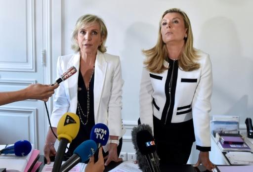 Les avocates de Jacqueline Sauvage, Janine Bonaggiunta et Nathalie Tomasini, lors d'une conférence de presse, le 12 août 2016 à Paris © ALAIN JOCARD AFP/Archives