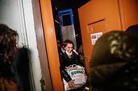 La romancière Asli Erdogan à sa sortie de la prison de Bakirkoy en Istanbul.  ©
