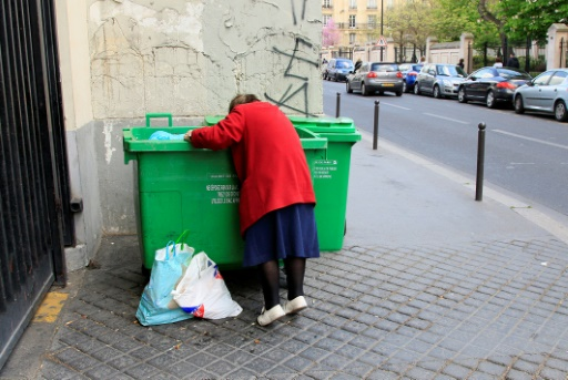 Près de 8,8 millions de Français vivent sous le seuil de pauvreté, dont des salariés aux revenus insuffisants © JACQUES DEMARTHON AFP/Archives