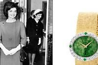 Le style Jackie, un sens du détail fashion, du bibi jusqu'à la montre signée Piaget.