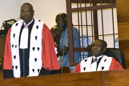 Le procureur, Mbacke Fall, et le vice-procureur, Aly Diallo, des Chambres africaines extraordinaires (CAE) le 20 juillet 2015 à Dakar  © SEYLLOU AFP/Archives