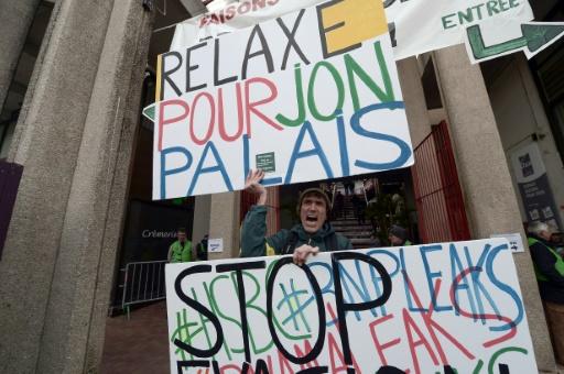 Manifestation devant le palais de justice de Dax, dans le sud-est de la France, où est jugé le militant altermondialiste Jon Palais, le 9 janvier 2017 © IROZ GAIZKA STR/AFP