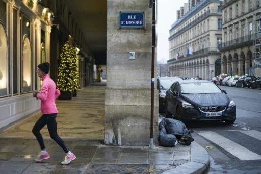 Un SDF sur un trottoir du centre de Paris, le 8 janvier 2017 © OLIVIER MORIN AFP