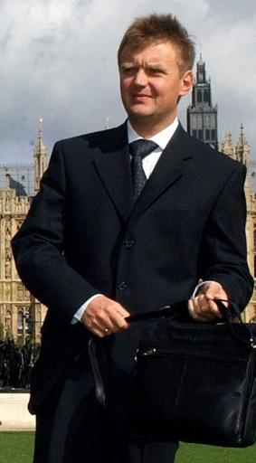 Alexander Litvinenko, ancien agent de renseignement russe, devant la Chambre des communes à Londres, le 14 septembre 2004 © MARTIN HAYHOW AFP