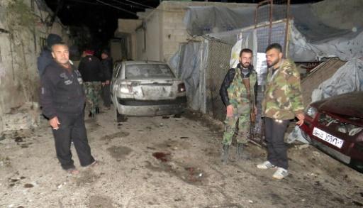 Des soldats sur le site d'un attentat suicide dans le quartier de Kafr Soussa à Damas, qui a fait moins morts le 12 janvier 2017. © STRINGER AFP