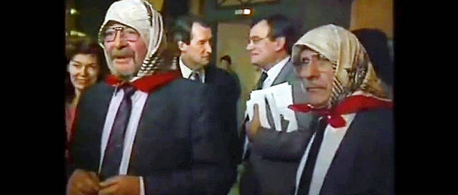 "Fichu ""fichu"". Le 25 octobre 1989, deux deputes socialistes du Puy-de-Dome, Jacques Lavedrine et Edmond Vacant, arrivent voiles a l'Assemblee nationale. Ils protestent ""avec humour"" contre la tolerance pronee par le ministre de l'Education nationale, Lionel Jospin, apres l'affaire de Creil. C'est le debut de la cacophonie au PS."