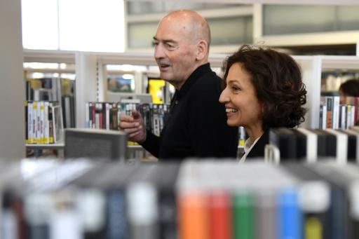 L'architecte néerlandais Rem Koolhaaset la ministre française de la Culture Audrey Azoulay inaugurent une bibliothèque à Caen, en France, le 13 janvier 2017 © DAMIEN MEYER AFP
