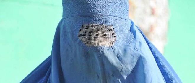 Une femme en burqa.