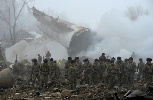 Crash d'un avion-cargo turc  sur des habitations le 16 janvier 2017 près de l'aéroport de Bichkek, au Kirghizstan  © Vyacheslav OSELEDKO AFP