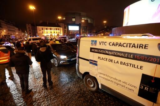 Manifestation des chauffeurs VTC place de la Bastille, le 16 janvier 2017 © JACQUES DEMARTHON AFP