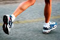 Entre 20 et 30 minutes de marche rapide seraient suffisantes pour diminuer de 5% la production de cellules immunitaires qui stimulent la production du TNFα.